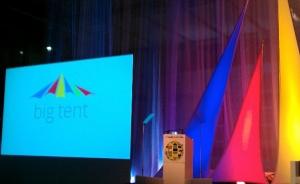 Het podium van de Big Tent bijeenkomst (Foto's Peter Teffer)