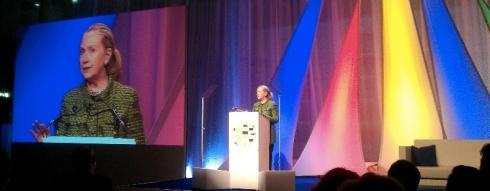 Hillary Clinton: Regeringen moeten de verleiding weerstaan om het internet te proberen te controleren.