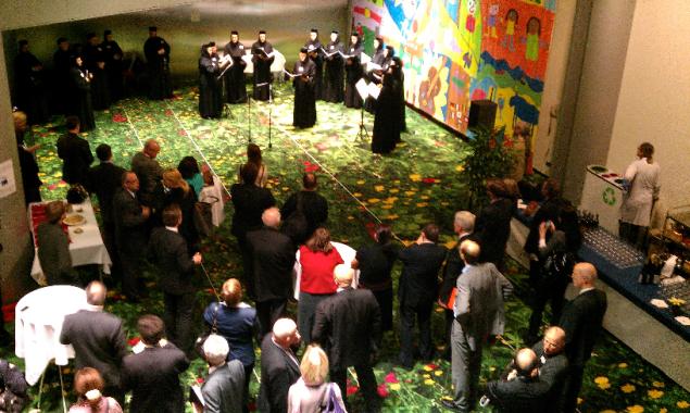 Een koor in het Europees Parlement.