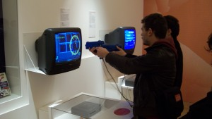 Bezoekers van de tentoonstelling Game Story in Parijs. (Foto Peter Teffer)