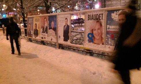 Verkiezingsposters in Helsinki. (Foto Peter Teffer)
